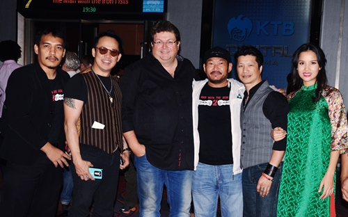 dustin nguyen - bebe pham tay trong tay du festival film tai thai lan - 11