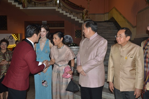 dustin nguyen - bebe pham tay trong tay du festival film tai thai lan - 4