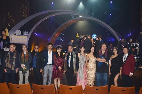 dustin nguyen - bebe pham tay trong tay du festival film tai thai lan - 5