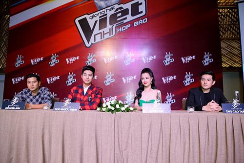 "hlv the voice kids ""dua nhau"" xin loi vi di hop bao tre - 6"