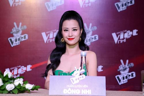 "hlv the voice kids ""dua nhau"" xin loi vi di hop bao tre - 8"