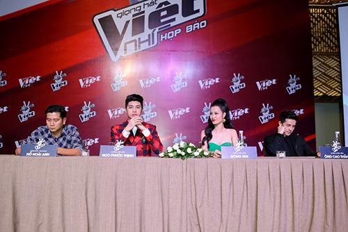 "hlv the voice kids ""dua nhau"" xin loi vi di hop bao tre - 7"