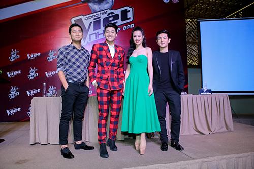 "hlv the voice kids ""dua nhau"" xin loi vi di hop bao tre - 12"