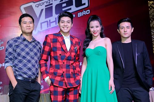 "hlv the voice kids ""dua nhau"" xin loi vi di hop bao tre - 11"