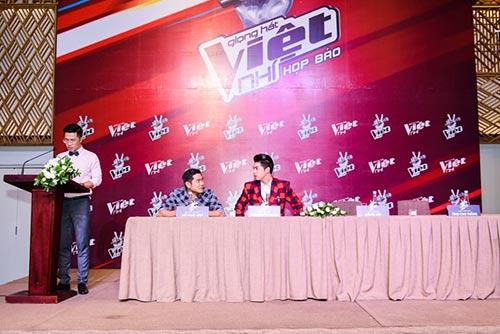 "hlv the voice kids ""dua nhau"" xin loi vi di hop bao tre - 4"