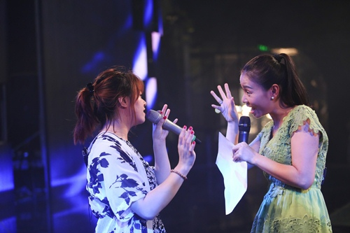 "thu minh thanh lich lam ""co giao"" cho thi sinh vietnam idol - 10"