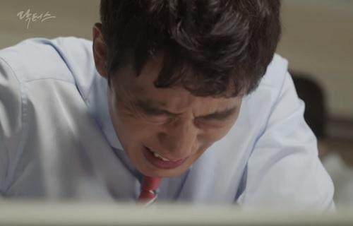 """chuyen tinh bac si"" tap 11: kim rae won chet lang nhin bo lam nguy - 6"