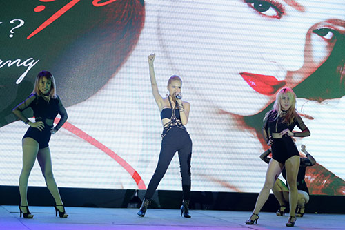 "huong giang idol thay doi ""chong mat"" ve ngoai hinh - 5"