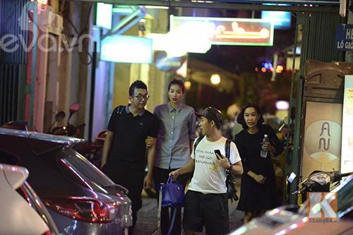 """pham huong vui ve di cafe, hat karaoke giua """"tam bao"""" the face - 9"""