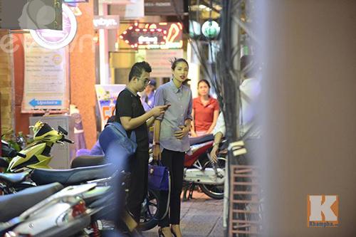 """pham huong vui ve di cafe, hat karaoke giua """"tam bao"""" the face - 6"""