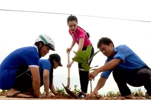 """hoa hau viet nam 2016: ban sao vo duy nhan khien xuan bac, chi bao """"ban loan"""" - 4"""