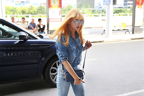 "huong giang idol toc vang ""noi ban bat"" o san bay - 3"