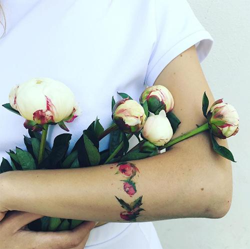 nhung hinh xam lay y tuong tu hoa dep den me man - 4