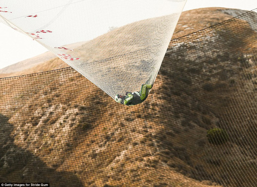 choang vang voi ky luc the gioi nhay khong mang du tu do cao 7.600 m - 5