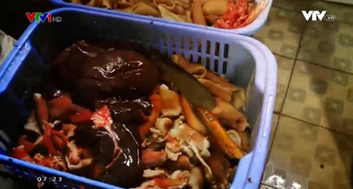 Phát hoảng với quy trình làm ra patê, xúc xích bẩn - 1