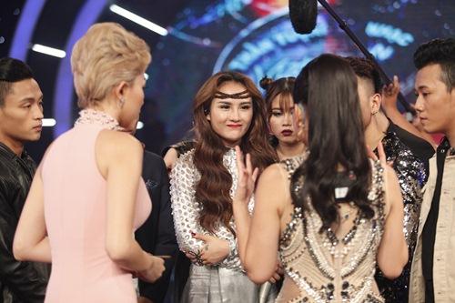 vietnam idol: co gai philippines hat hit cua my linh, lan at thi sinh viet - 15