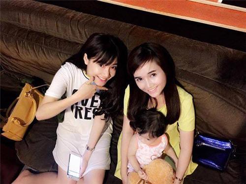 "3 chi gai cua my nhan viet  la ""ba me bim sua"" van xinh dep khong kem em - 9"