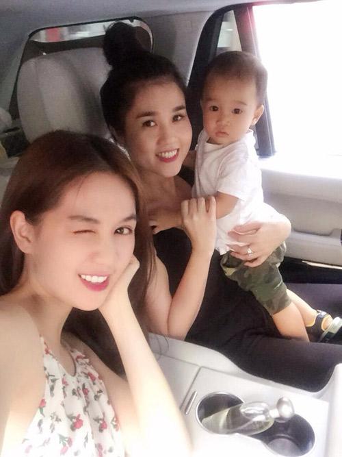 "3 chi gai cua my nhan viet  la ""ba me bim sua"" van xinh dep khong kem em - 3"