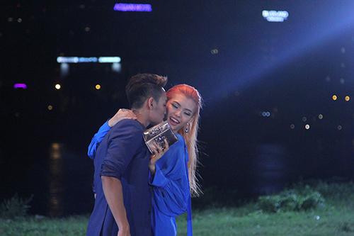 "viet nam next top model: loat ""anh nong"" lam ro len tin don cac thi sinh yeu nhau - 3"
