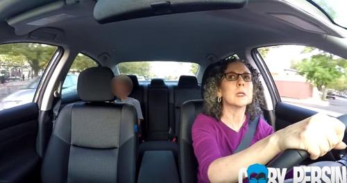 video canh bao: tre em di theo nguoi la chi sau mot loi du - 2