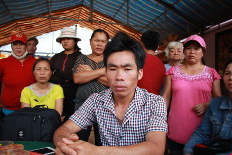 me con san phu tu vong bat thuong, nguoi nha to benh vien - 1