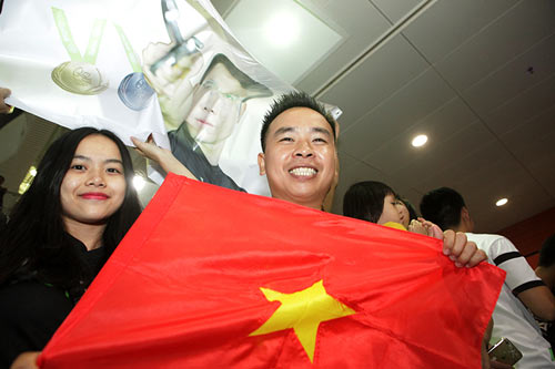 han hoan don 'nguoi hung' olympic hoang xuan vinh ve nuoc - 15
