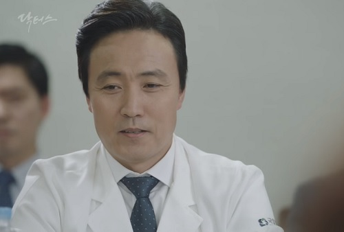 chuyen tinh bac si tap 17: park shin hye trung mat, to tieng voi kim rae won - 4