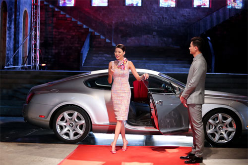 "tv show tuan qua: huong - khue ""that the"" duoi tay ha ho, vietnam idol gap su co - 7"