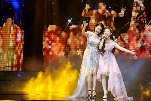 "tv show tuan qua: huong - khue ""that the"" duoi tay ha ho, vietnam idol gap su co - 6"