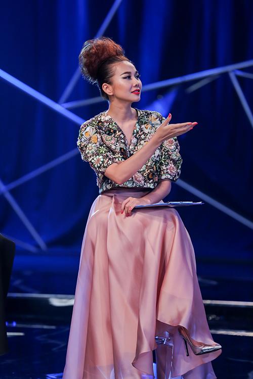 vietnam's next top model 2016: thanh hang ran de thi sinh thieu nghiem tuc - 8