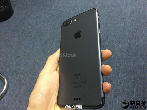 iphone 7 plus mau den cuc dep va nam tinh - 3