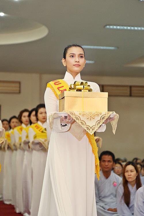 a hau truong thi may dien ao dai trang du le vu lan - 6