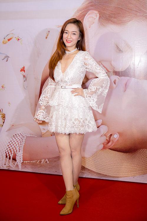 """dinh huong khong lep ve du """"chan ngan"""" hon ai phuong - 1"""