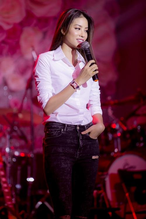 """hh pham huong tuoi tan hop fan giua """"tam bao"""" the face - 2"""