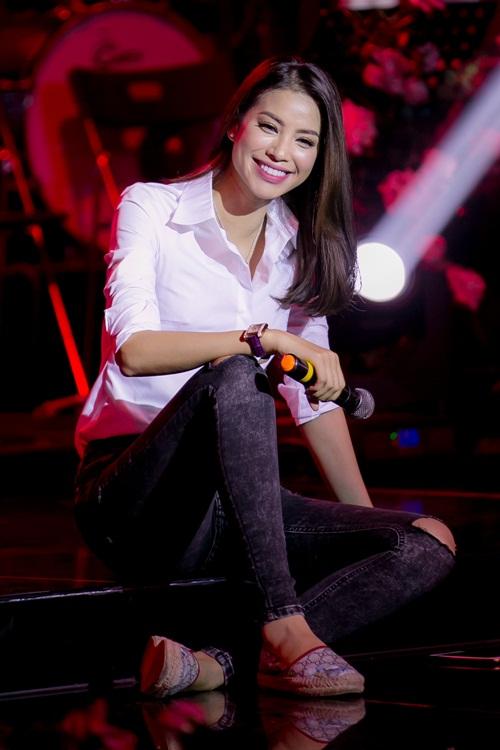 """hh pham huong tuoi tan hop fan giua """"tam bao"""" the face - 3"""