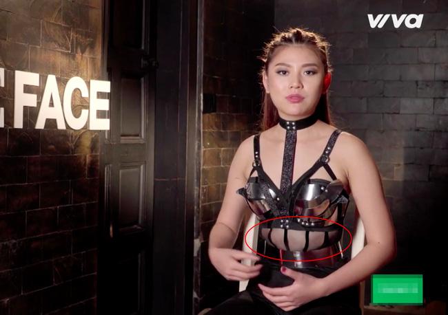 the face viet nam: bat loi trang phuc cua cac co tro khi len song truyen hinh - 7