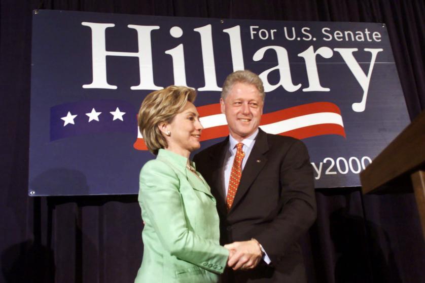 """Những khoảnh khắc """"không thể tình hơn"""" của Hillary và Bill Clinton-16"""