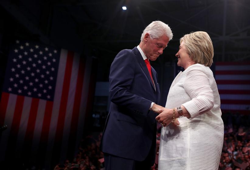 """Những khoảnh khắc """"không thể tình hơn"""" của Hillary và Bill Clinton-20"""