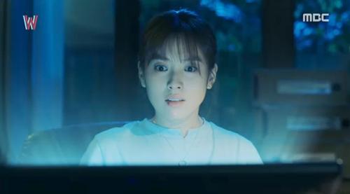 """hai the gioi"" tap 11: rung ron canh han hyo joo bi canh tay bi an bop co - 1"