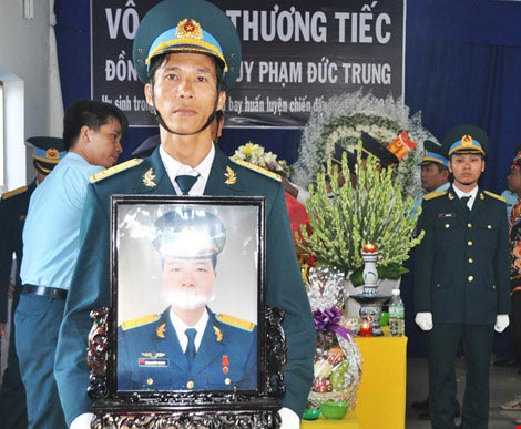 vinh biet thieu uy phi cong pham duc trung - 6