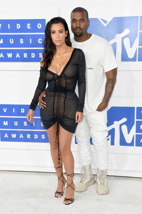 """lac mat"" ngam kim kardashian dien do xuyen thau toi mtv video music awards - 2"