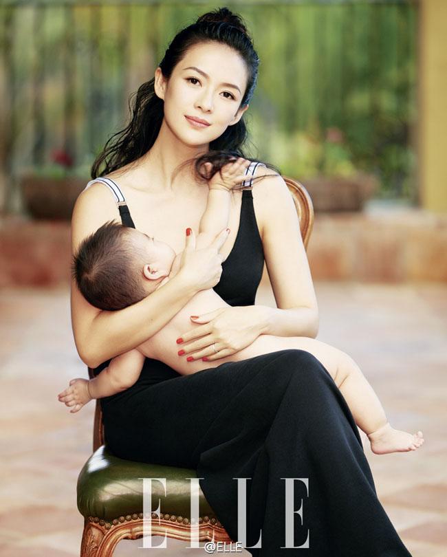 Lần đầu tiên, Chương Tử Di chính thức khoe con gái trên bìa tạp chí.