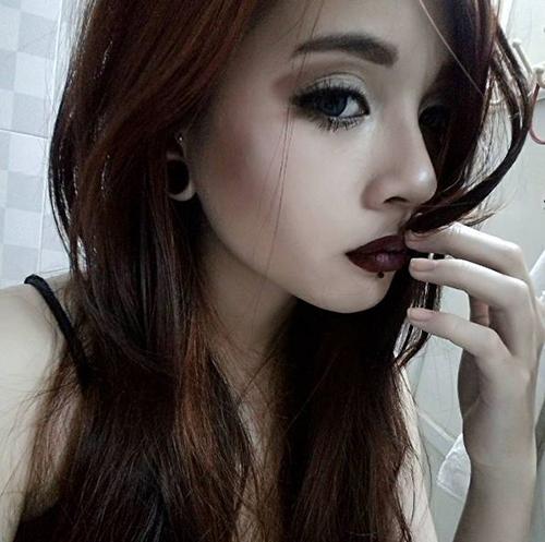 Cô gái Sài Gòn 19 tuổi gây chú ý vì đeo khuyên kín môi-9