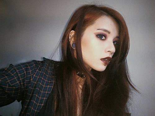 Cô gái Sài Gòn 19 tuổi gây chú ý vì đeo khuyên kín môi-4