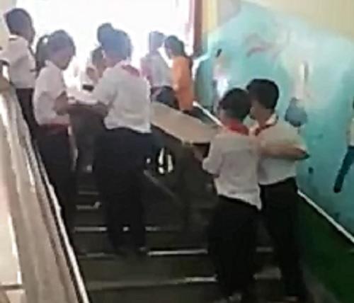 bat hoc sinh lao dong: vinh quang hay day ai? - 1