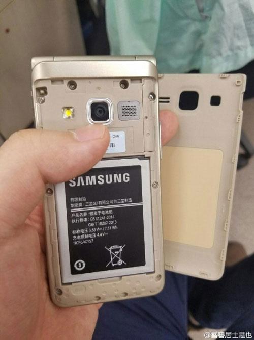 tren tay smartphone nap gap galaxy folder 2 sap ra mat - 8