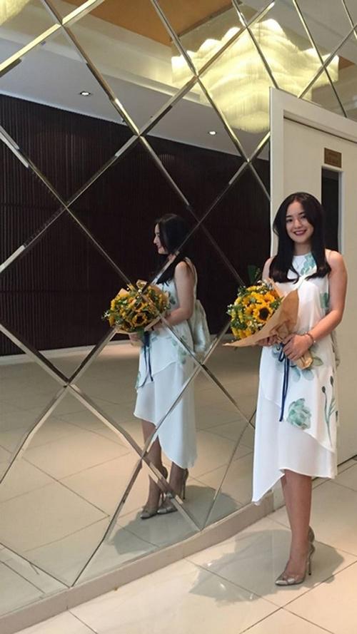Vợ Duy Nhân lại mặc váy cưới khiến dân mạng nháo nhào-9
