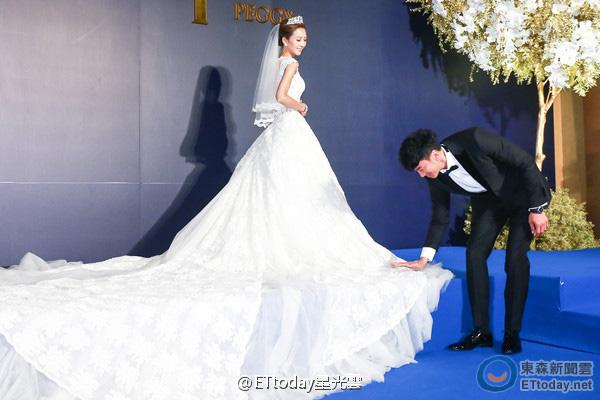 Vợ Hà Nhuận Đông rơi nước mắt vì xúc động trong lễ rước dâu-12