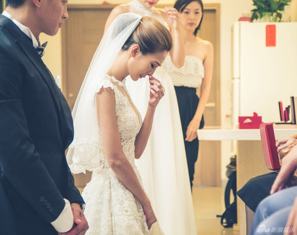 Vợ Hà Nhuận Đông rơi nước mắt vì xúc động trong lễ rước dâu-2