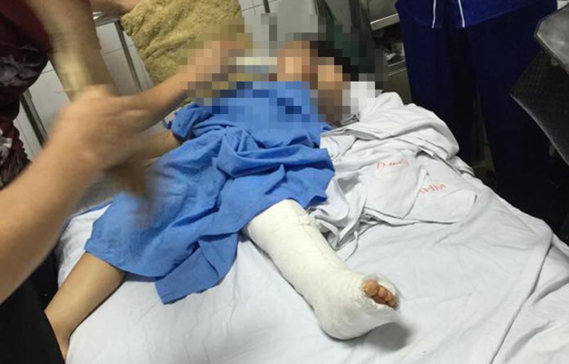 Clip: Ô tô đâm bé gái nhập viện bỏ trốn khiến dân mạng phẫn nộ-3